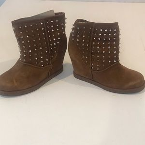 ZIGI GIRL SUEDE SPIKE ANKLE BOOTS 9.5